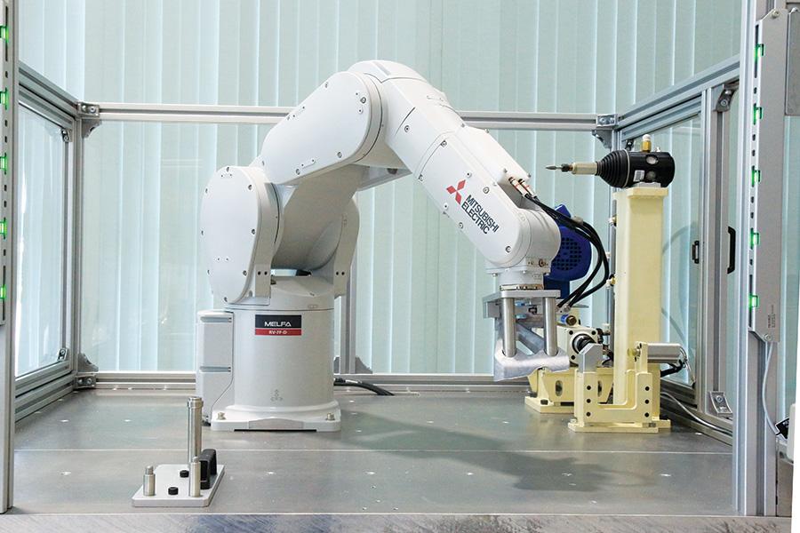 หุ่นยนต์อุตสาหกรรมในกระบวนการผลิตที่เป็นระบบอัตโนมัติ (Automation)