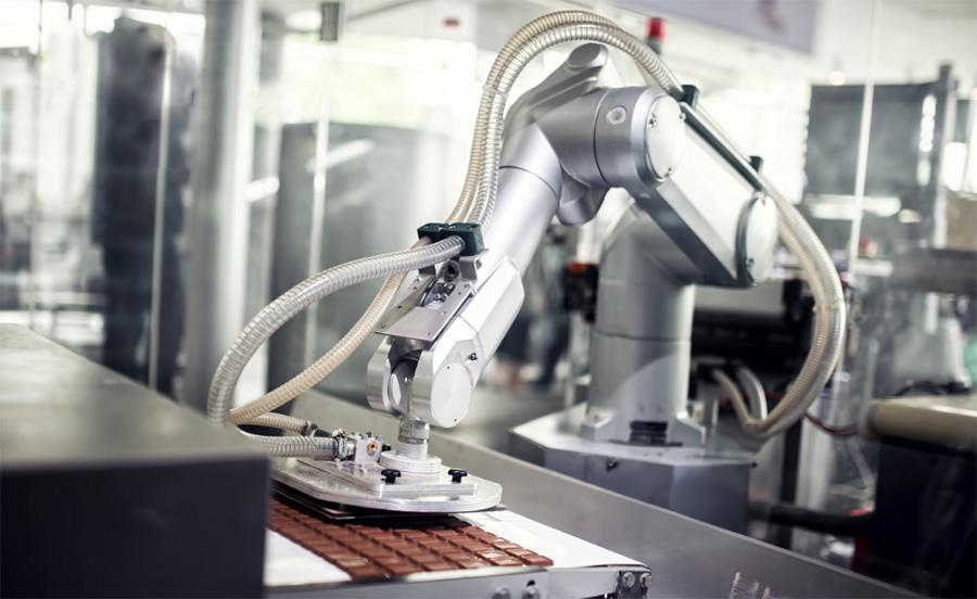 ตามติดเทรนด์ 'โรงงานอุตสาหกรรมยุคใหม่' ขับเคลื่อนกระบวนการผลิตด้วยหุ่นยนต