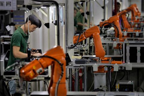 โรงงานอุตสาหกรรมที่นำนวัตกรรมหุ่นยนต์มาใช้ในกระบวนการผลิตได้อย่างมีประสิทธิภาพ