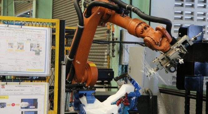 ไทยซัมมิท พัฒนาหุ่นยนต์รับอุตสาหกรรม 4.0 เตรียมพร้อมรอความชัดเจน EEC