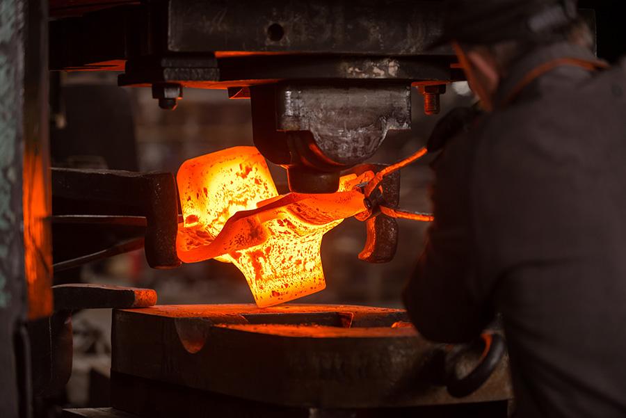 Metal forging เทคนิคการทุบขึ้นรูปโลหะ