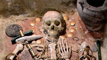 เครื่องใช้และเครื่องประดับทองแดงอายุประมาณ 7,300 ปี ที่ขุดพบในหมู่บ้าน Plochnik ประเทศเซอร์เบีย