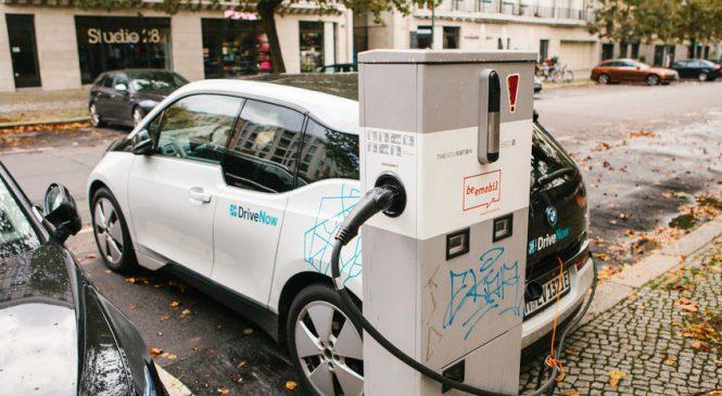 BMW ขยับตัวลงทุนแบตเตอรี่ EV