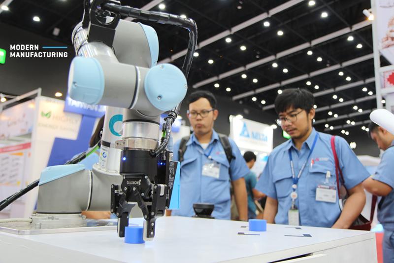 หุ่นยนต์ UR