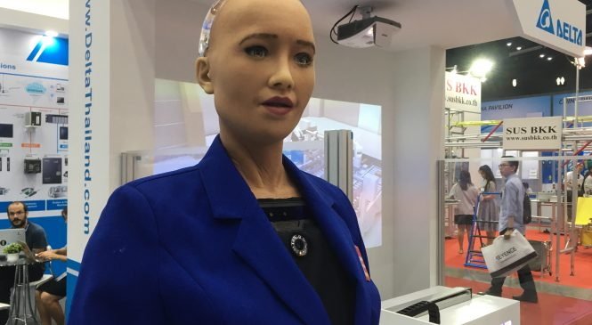 บทสนทนาอันน่าทึ่งของหุ่นยนต์ 'โซเฟีย'