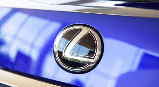 Lexus เริ่มใช้กล้องแทนกระจกมองข้างปีหน้า