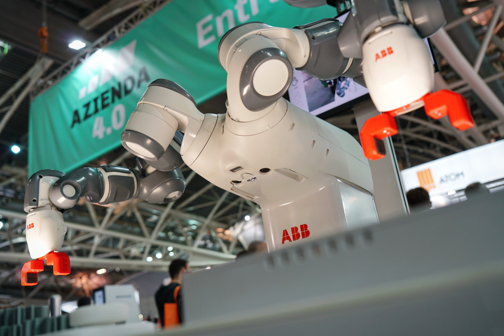 Cobot แตกต่างจากหุ่นยนต์อุตสาหกรรมทั่วไปอย่างไร?