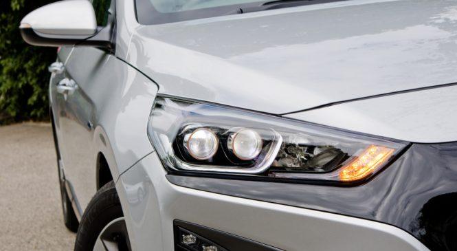 Hyundai เสนอนวัตกรรมชาร์จ EV แบบไร้สายพร้อมระบบเสริมอัตโนมัติเพื่อความสะดวกสบายผู้ใช้
